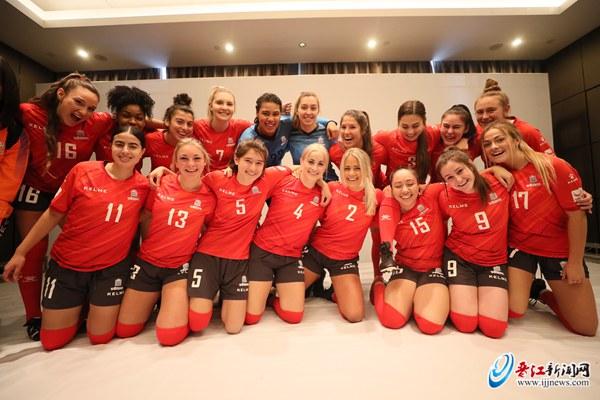 渥太华大学女子足球队:期待在晋江留下美好回忆