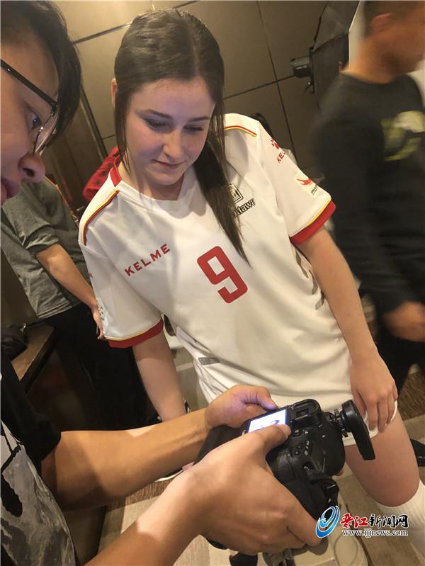 探营 备决赛 拍写真 忙学习 渥太华大学队备战备考两不误